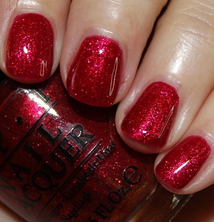 Red Nail Polish On Thumb: Gwen Stefani For OPI Holiday 2014 Red Fingers & Mistletoes