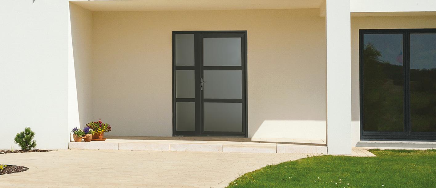 Porte Entree Vitree Opaque association de panneaux pleins assortis aux montants et de