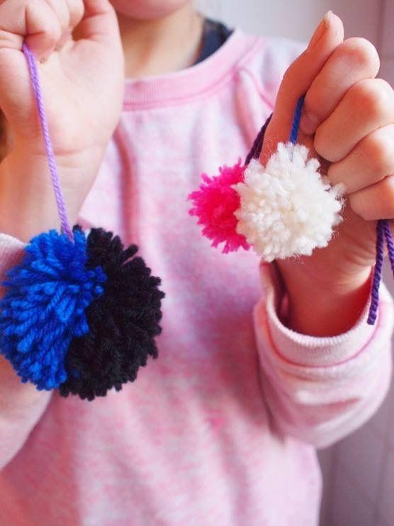 Pompons maken in Kitsch Kitchen Atelier met Atelier Braakmans Van Beuningen. Fotografie: Larsia Braakman