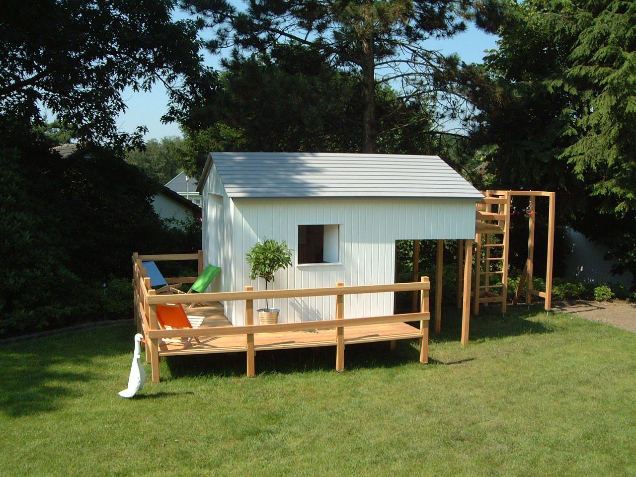 gartenhaus für kinder mit integriertem klettergerüst