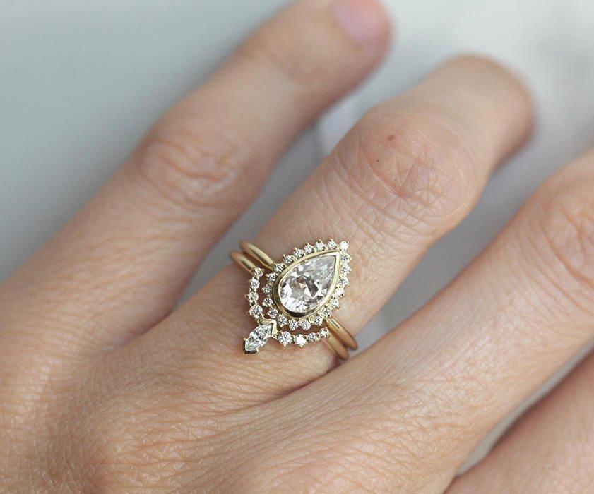 Moissanite And Diamond Ring Set 14k Gold Ring Set Capucinne Jewelry Haloweddingring Wedding Rings Vintage Pear Diamond Rings Wedding Rings Unique