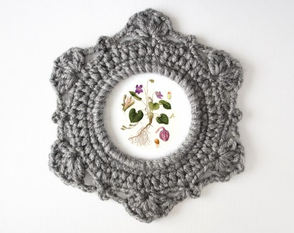 Following the success of my original ornate picture frame pattern (available for free here), I've developed a new pattern with a more baroque look. This, and many other crochet patterns are availab...