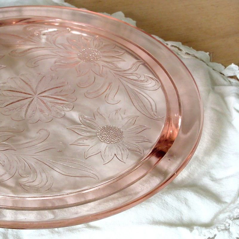 I have this and always loved it it\u0027s from my great grandma\u0027s house. Pink daisy patterned cake plate pink depression glass cake plate with daisy pattern. & pink daisy patterned cake plate: 3-footed pink depression glass cake ...