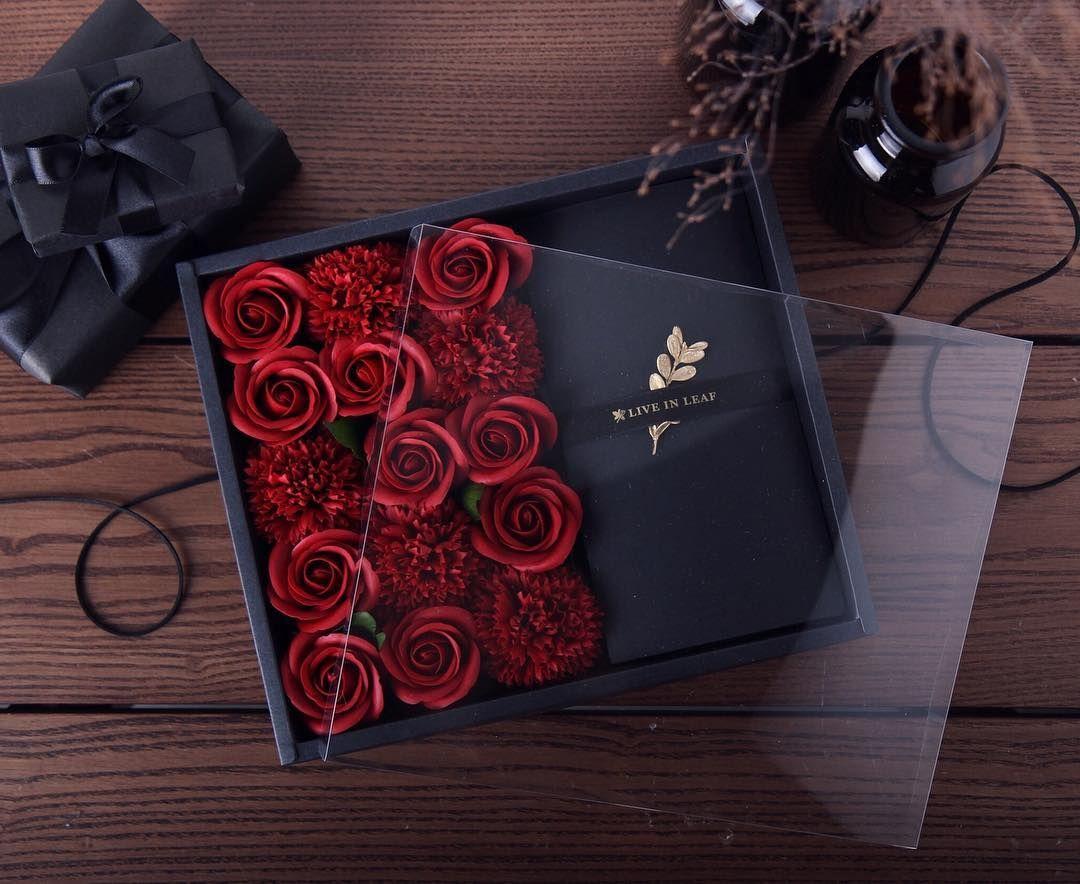 Tonez 리워드 촬영 꽃 판매용 촬영에 있는 핀