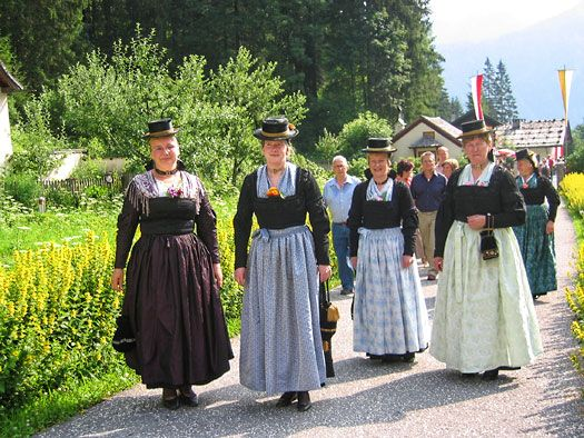 Trachtenfrauen im Salzburger Saalachtal