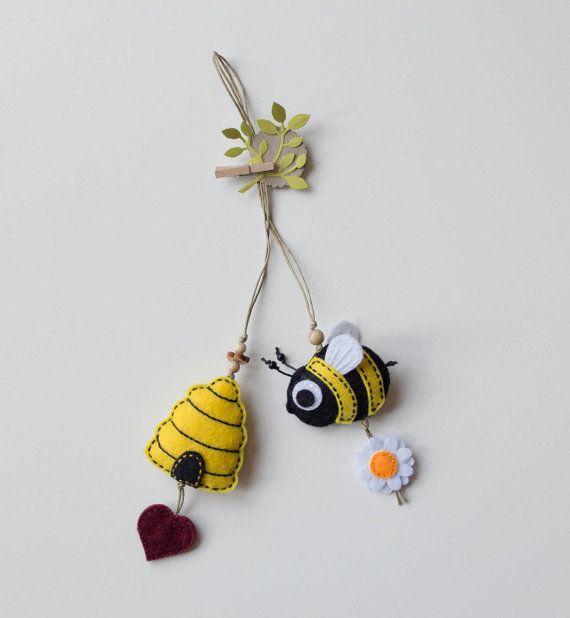 Bumble bee felt bookmark by suyika on Etsy | adornos en tela ...