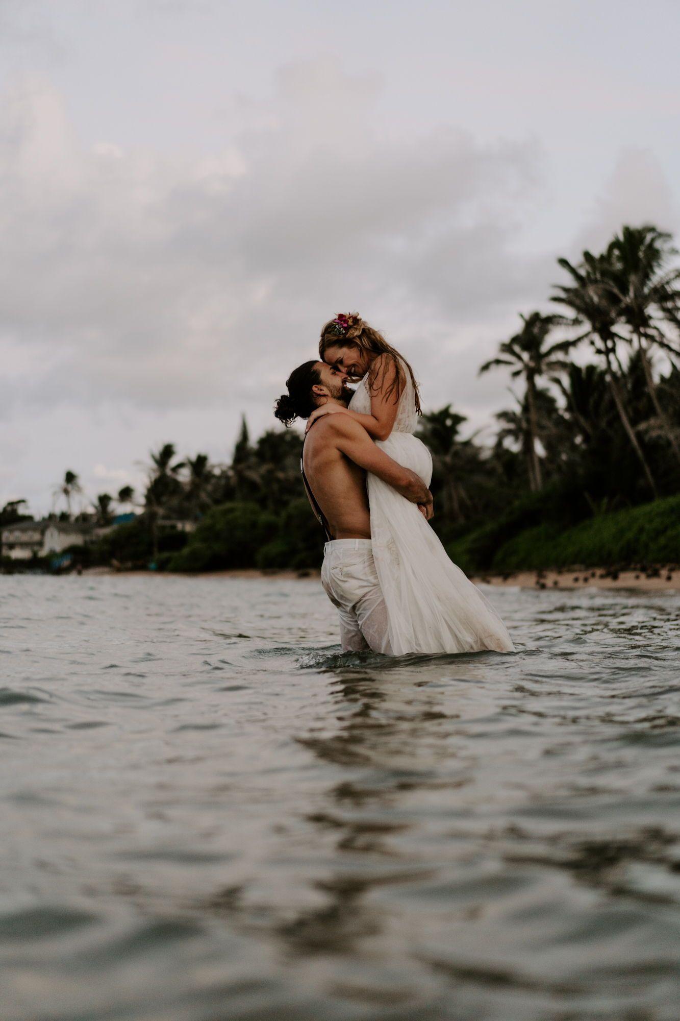 How To Plan Your Trash The Dress Session In Hawaii Aloha Zoe Photography Beach Wedding Pics Elope Wedding Beach Wedding Photography [ 2000 x 1333 Pixel ]