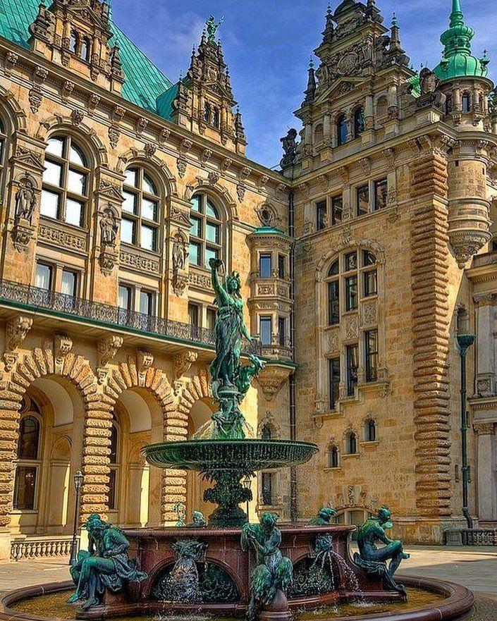 Rathaus - Hamburg ⠀ ⠀ ⠀ ⠀ —⠀ #welovehh #welovehamburg #hamburg #kiez #reeperbahn #igers #citylife #meineperle #miniaturwelt #hafenhamburg…