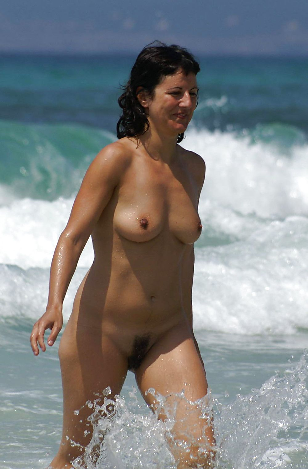 21112-nude-milf-at-the-beach (1000×1523) | sun, sea & lady
