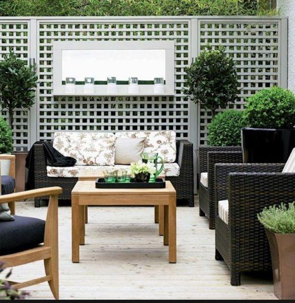 Wunderschöne Wandgestaltung Terrasse Grüe Pflanzen Weiße Wand