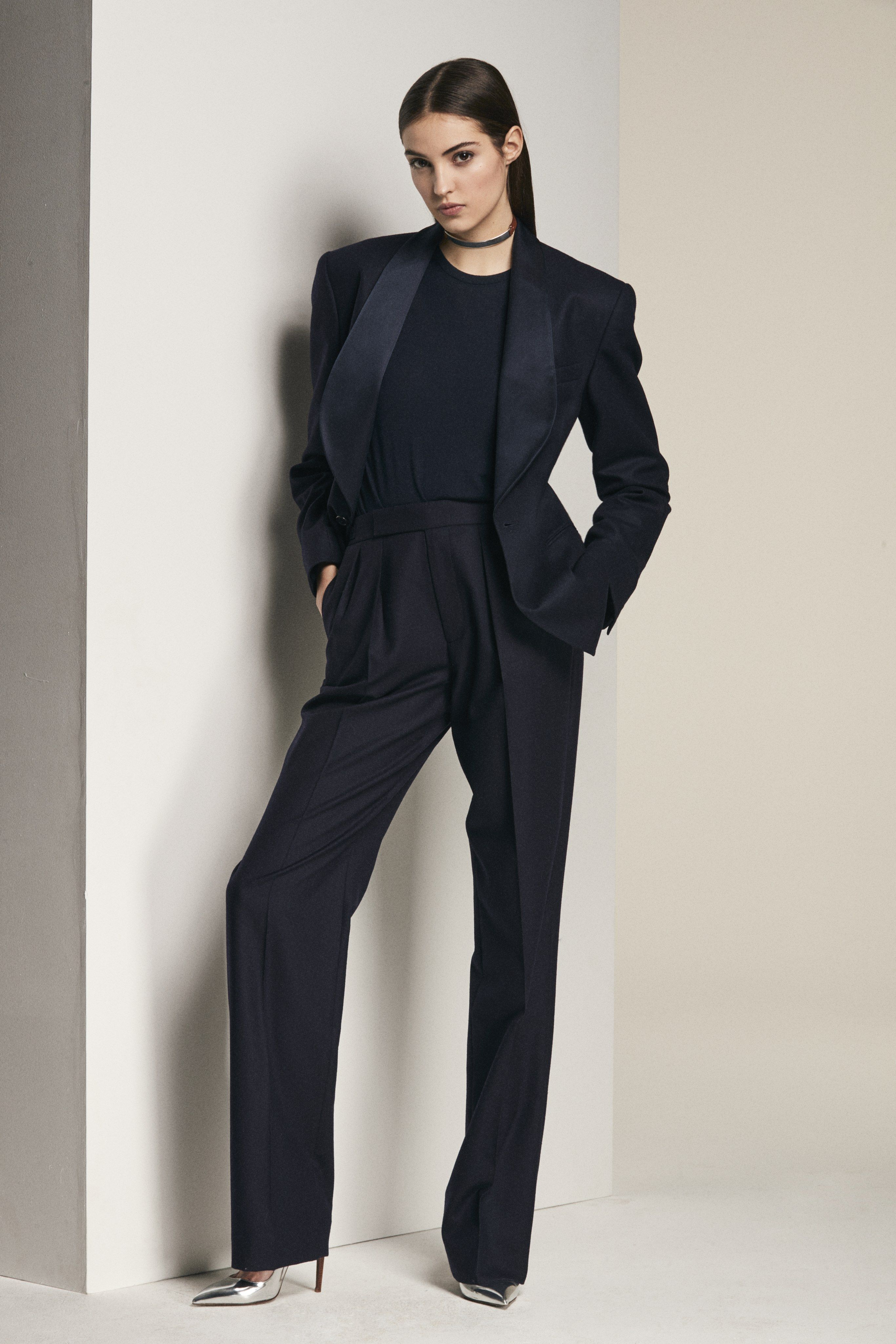 Ralph Lauren Pre-Fall 2018 Fashion Show   Pinterest   Tailleur ... 8d4185e1c74