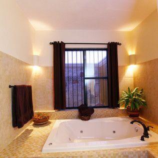 Baño en recámara principal : Baños coloniales de Arturo Campos Arquitectos