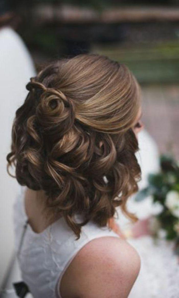 Chignon mariée coiffure mariage modele de coiffure belle ondulés mi long  cheveux