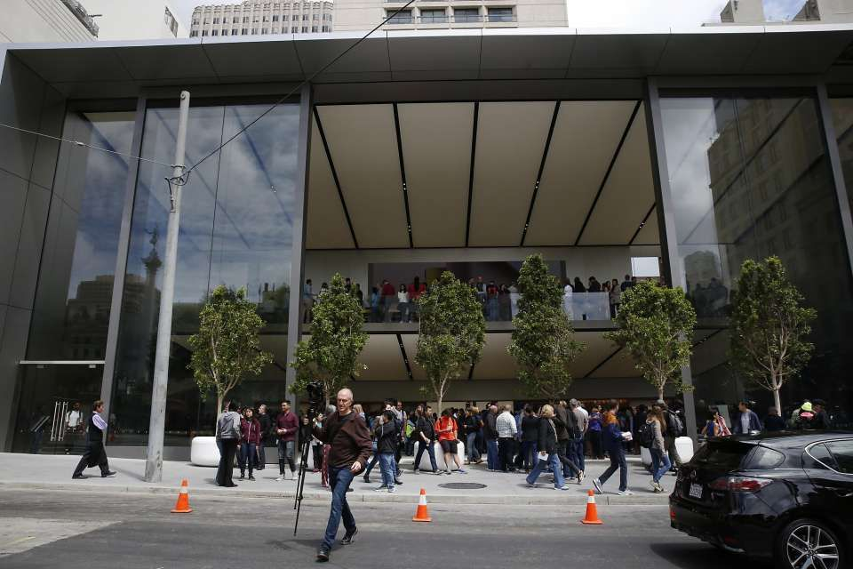 Apple Union Square Store Opens To Large Crowds Union Square