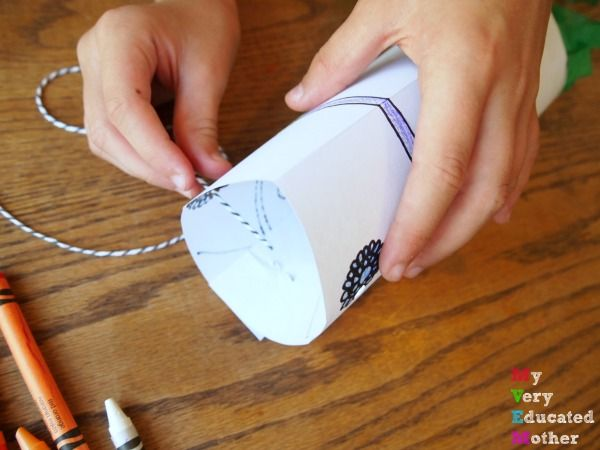 Share in the Day of the Dead celebrations with a quick and easy kids craft! #labordaycraftsforkids