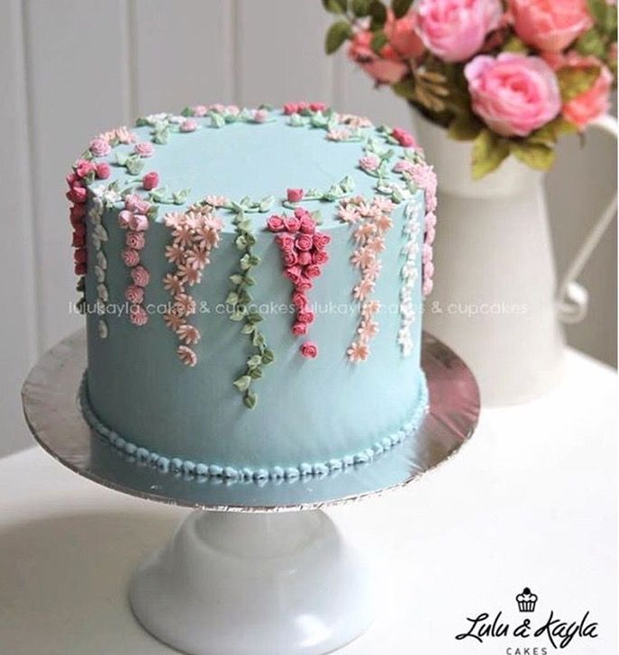 Photo of Cake decorated with floral vine #decorated #floral #torte