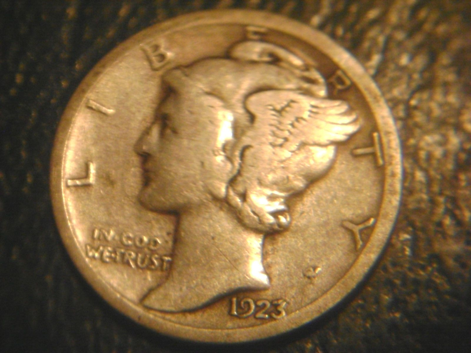 1923-S MERCURY DIME IN FINE+ CONDITION.RARE.ADD TO SET OR COLLECTION.
