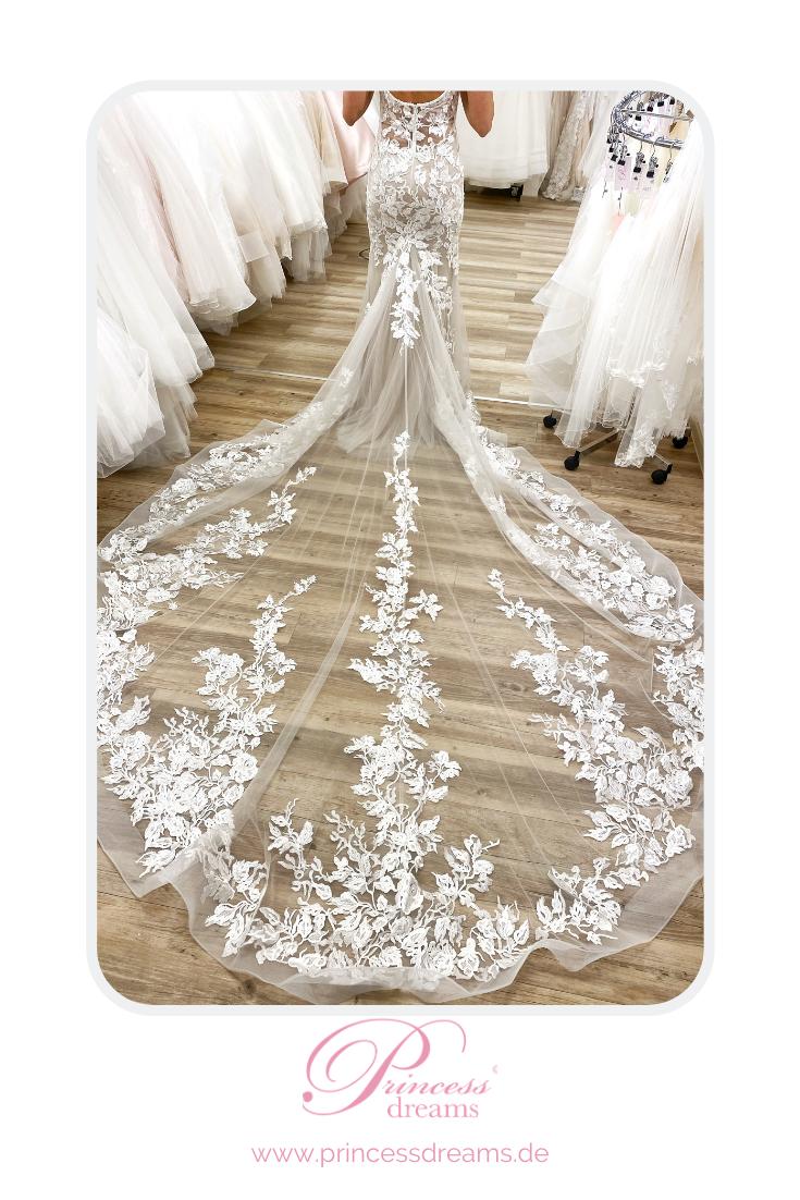 Brautkleid mit Mega Schleppe in 13  Brautkleid, Braut