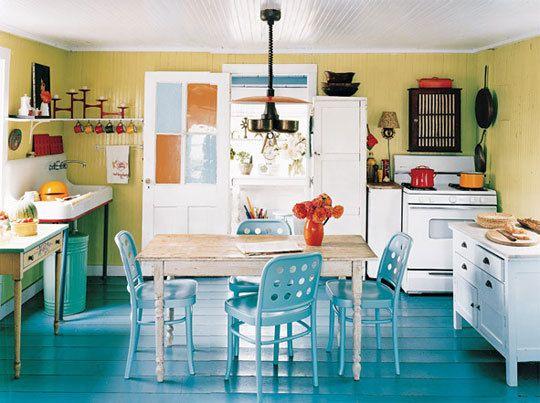 Love The Informal Loosely Assembled But Somehow Cohesive Feel Ideas De Color De Cocina Cocina Turquesa Apartamento Cocina