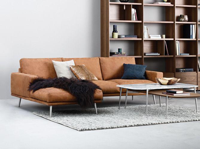 Un canapé en cuir avec chaise longue salon Pinterest