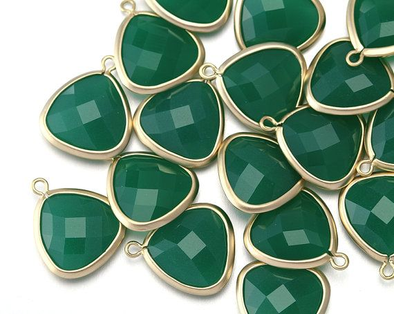 10% OFF 10 Pieces . Palace Green Stone Pendant . by IndiviJewelsCo