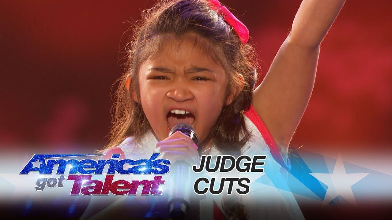 Americas got talent 2017 plane crash - Angelica Hale 9 Year Old Earns Golden Buzzer From Chris Hardwick America S