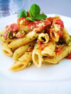 Penne ao Pomodoro e Pesto de Manjericão | Blog Figos & Funghis
