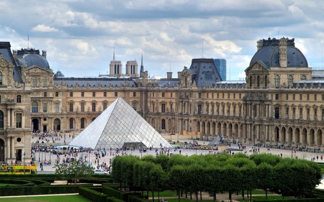Most visited castles - the louvre. ❤️ DesignAndTech.net