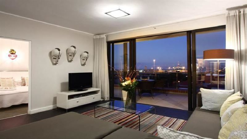 319 Rockwell - 319 Rockwell apartment is located in the heart of trendy De Waterkant, Cape TownThe apartment has two bedrooms with en-suite bathrooms, air-conditioning, fully equipped kitchen, plasma screen, DStv, a ... #weekendgetaways #dewaterkant #southafrica