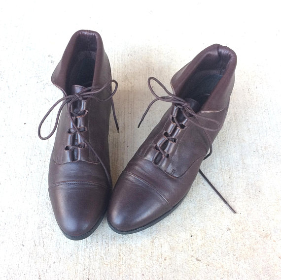 d1d53a61edc46 vtg 80s LACE UP brown leather Ankle BOOTS flats 7 boho oxfords cuff ...