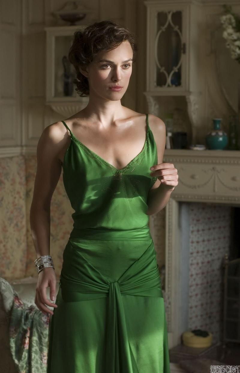 Keira Knightley in 2020   Iconic dresses, Atonement dress, Green dress