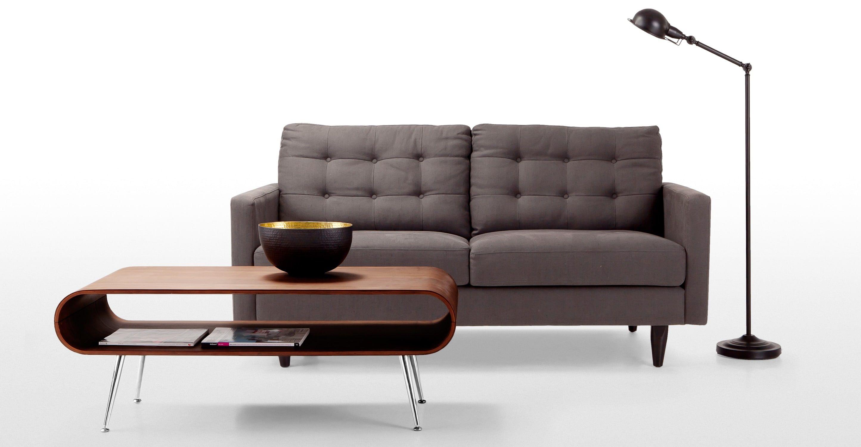 Der Hooper Couchtisch in Walnuss mit praktischer Ablage bringt etwas Retro-Stil in jedes Zuhause.
