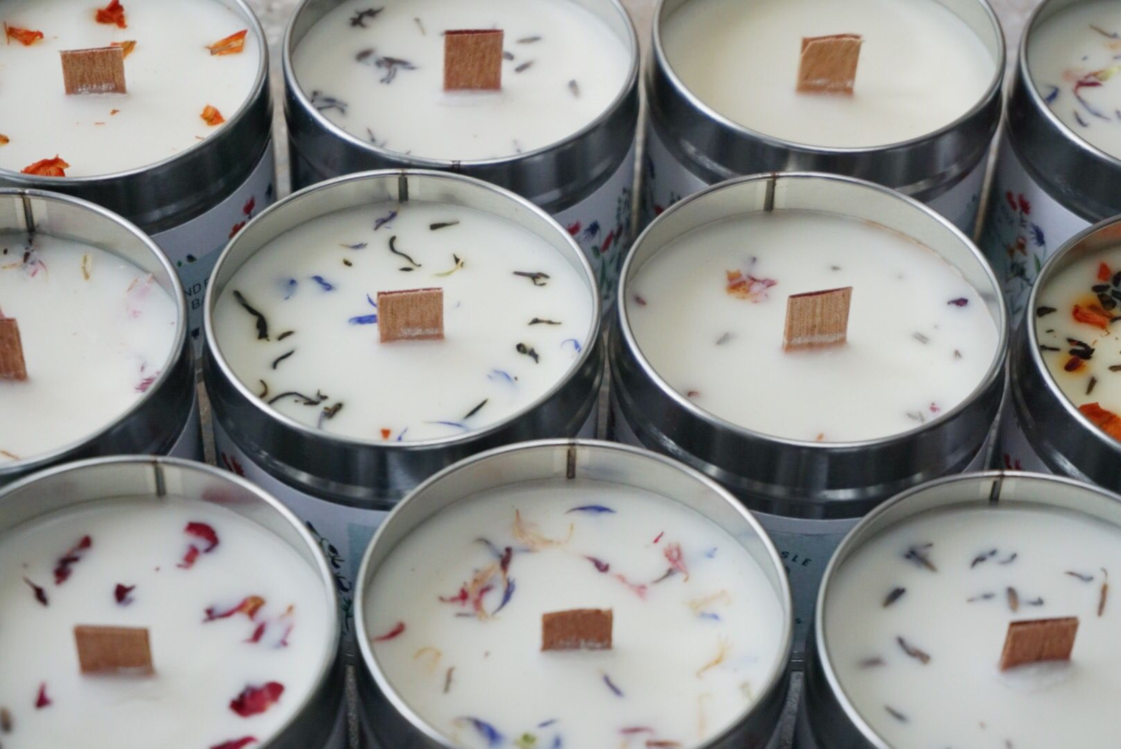 Handmade soy candles with dried petals 🌿 Soy candles