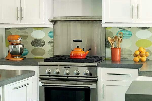 Install Glass Over Wallpaper For A Safe Kitchen Backsplash Alternative Cozinhas Look Wallpaper Look Plus