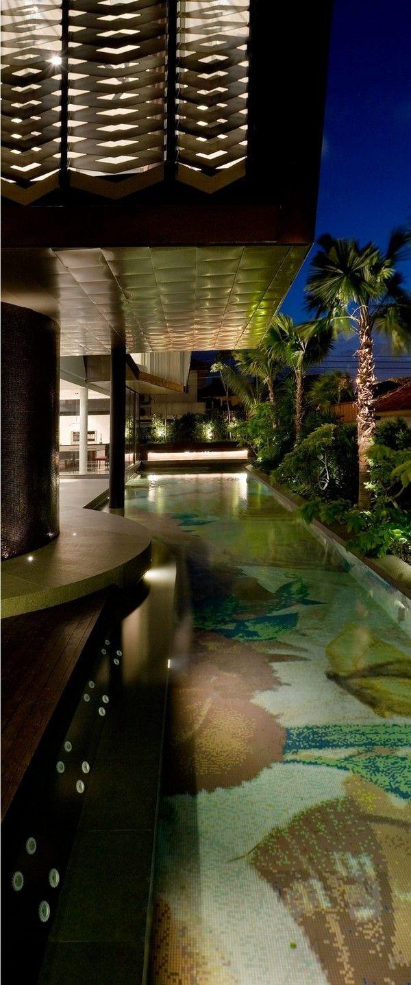 Zeitgenössische Origami Haus mit attraktives Schwimmbad-Dekoration ...