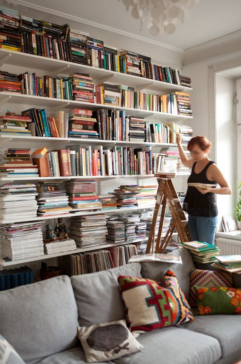 Bücherregal Konsolen Wand Weiß Hinter Sofa Wohnzimmer Bücher Wohnen