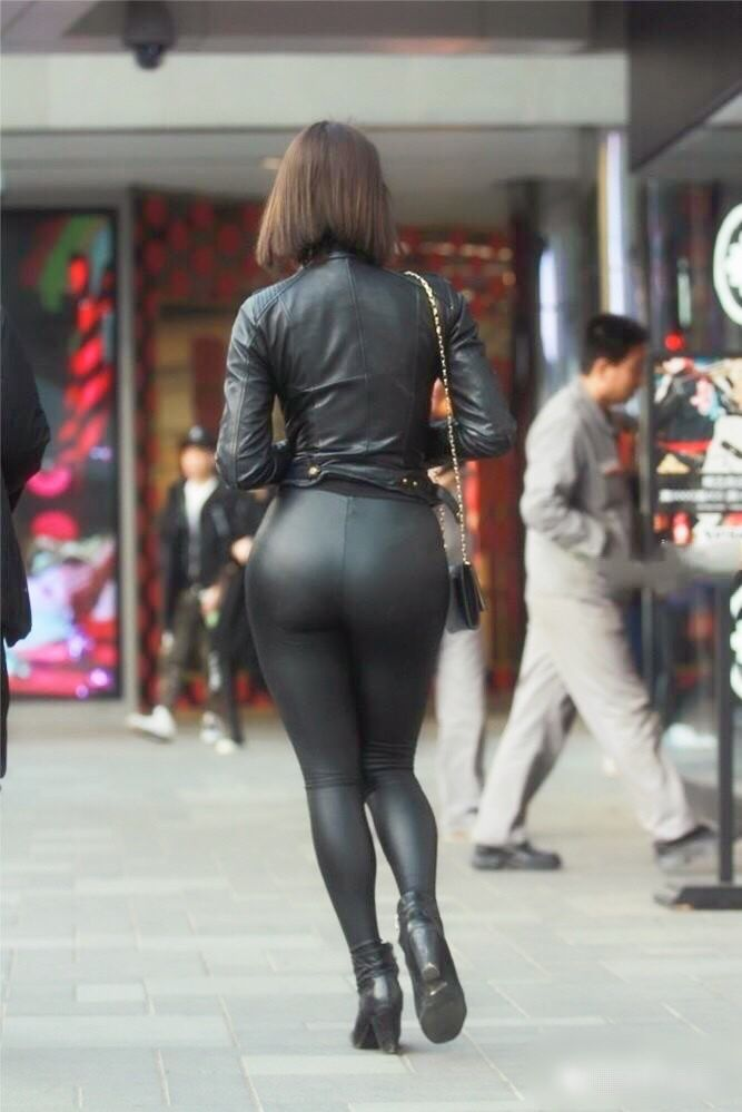 Black Leather Leggings Bottom And Leather Jacket With Ankle Boots Candid Amateur Street Style