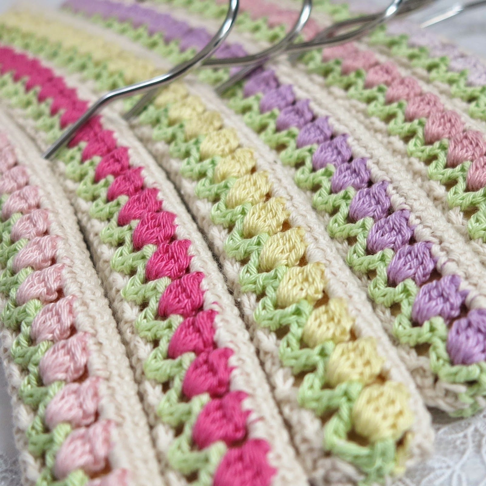 A Field Of Tulips Hangers The Pattern And A Little Tutorial
