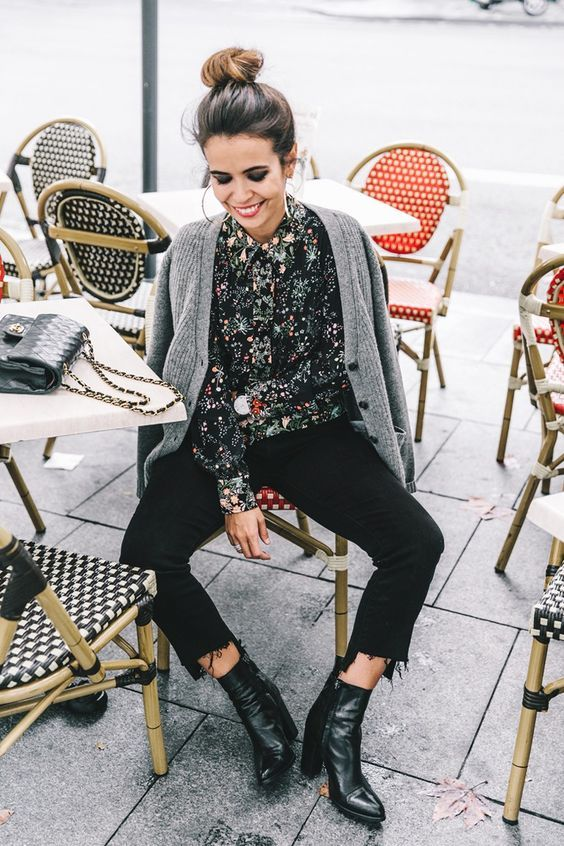 Coffee time in printed shirt, ankle boots and knit.