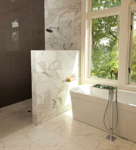 Muro de media altura para ducha con imitaci n a m rmol for Marmol para ducha