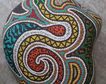 Dot painting stone DAISY of lovingly by AnkesSteinemalerei on Etsy