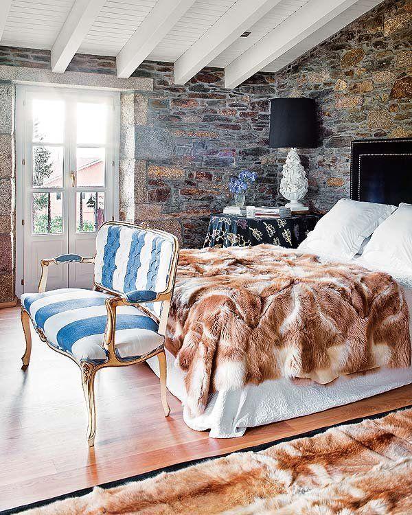 Home Decor Bedrooms La Manta Y Alfombra De Piel Goes Arropan Cama Con Cabecero Cuero Tachuelas Adquirido En Becara