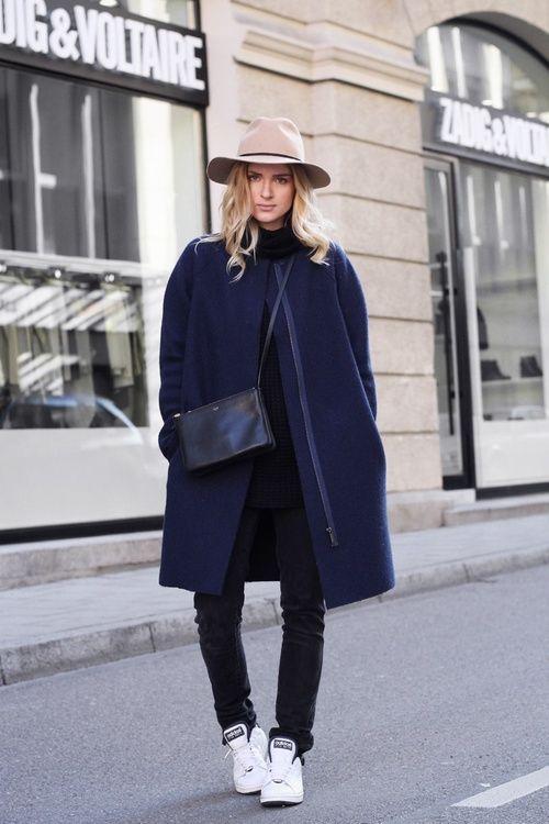 online retailer 0c1e5 d9a6b Le manteau oversize en 13 looks. Le manteau oversize en 13 looks Jolis  Looks, Mode Femme, Bleu Nuit, Basket