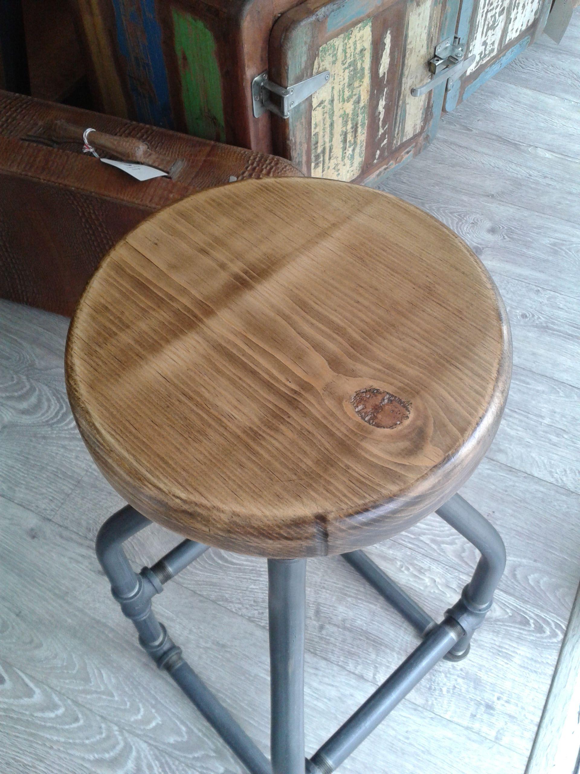 Nuevo taburete Pipeline. Fabricado con tuberia reciclada y madera de pino. Disponible ya en Ünik Vintage Furniture. Puedes verlo en Expo Habitat 2014 en WTC de la Ciudad de México.