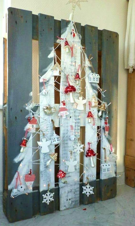 45+ Off-Beat Pallet Wood Christmas Tree Ideas for a Unique Flair to
