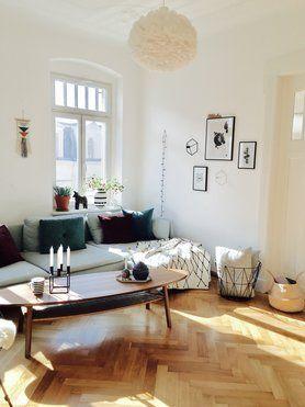 wunderschne wohnzimmereinrichtung in lichtdurchflutetem altbau