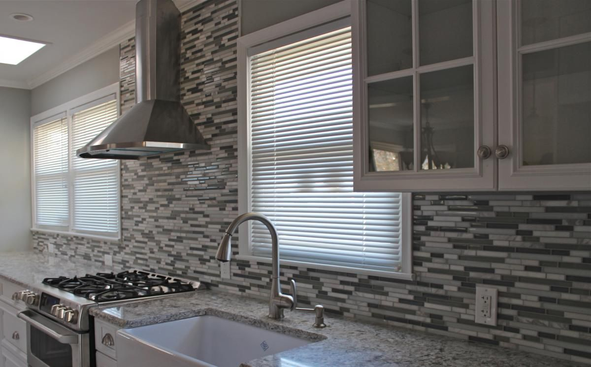 Pin By Lori King On Kitchen Backsplash Floor Tile Mosaic Tile Backsplash Kitchen Kitchen Backsplash Pictures Bathroom Interior Design