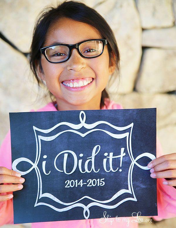 Last day of school free printable sign. #print #school skiptomylou.org