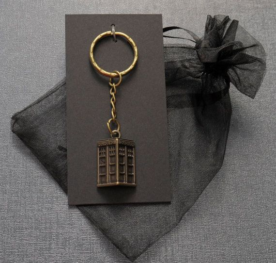 Hey, I found this really awesome Etsy listing at https://www.etsy.com/listing/192255887/doctor-who-tardis-keyring-keychain-bag