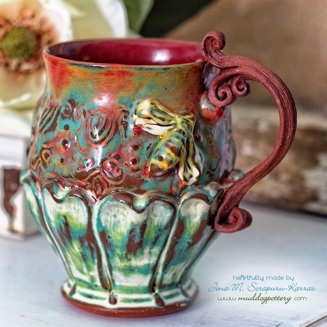 Honeybee Teacup with Wooden Handle(The Creole House Collection)
